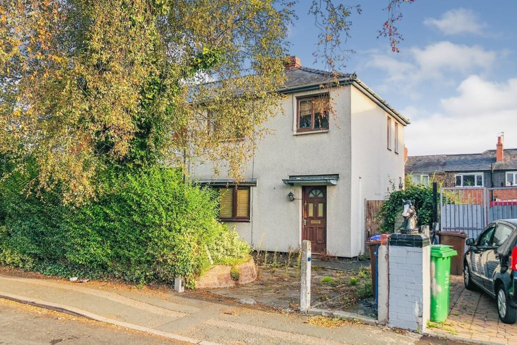 136Whitchurch - Auction Property with Excellent Rental Return and Flip Potential