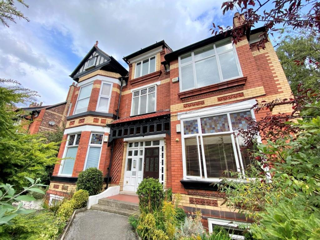 32 Barlow Moor - Excellently Located Apartment With Gross 6% Return